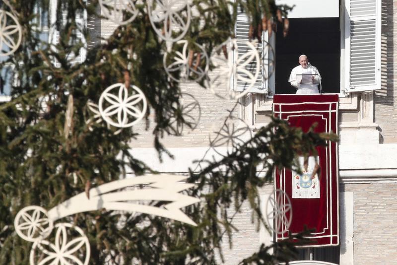 """Papież zachęca do dobrych uczynków. """"Konsumpcjonizm skonfiskował nam Boże Narodzenie"""""""